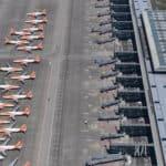 La flotte d'Easy Jet immobilisée sur le tarmac en raison de la pandémie de Covid-19. Aéroport de Berlin Brandenburg, 23 avril 2020. — © Oliver Lang/EPA