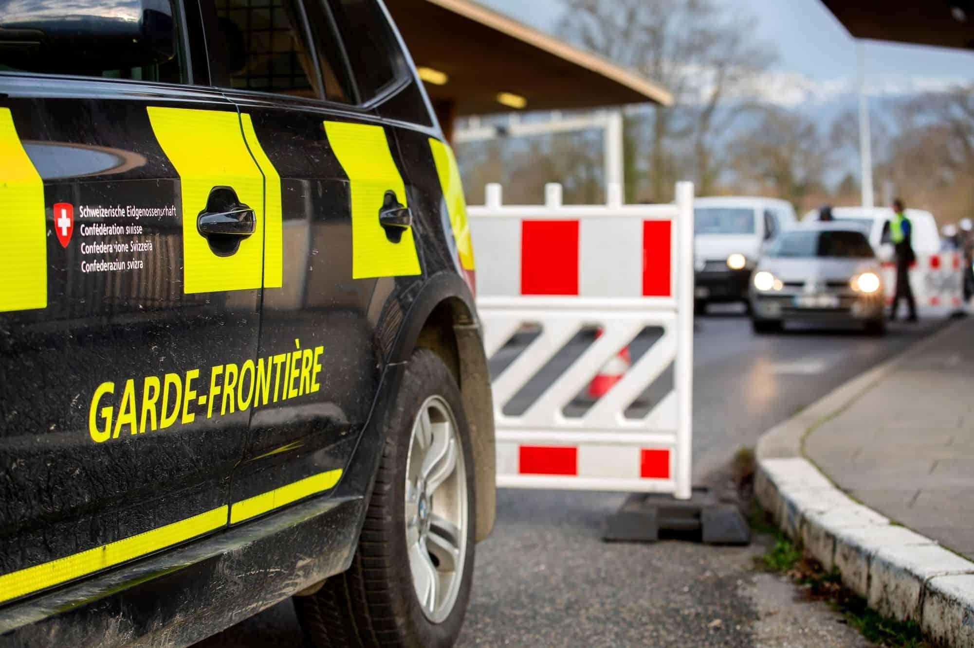 Quarantaine bientôt obligatoire ? La France dépasse le seuil d'infections toléré par la Suisse
