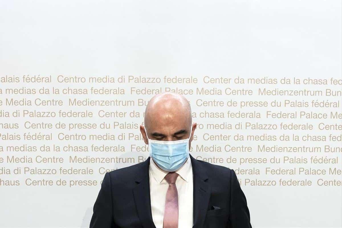 Les mesures fédérales fuitent : masque partout, fermetures à 22h