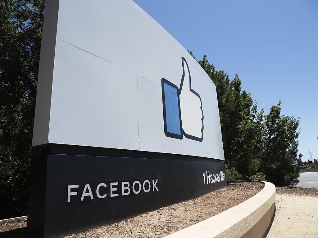Les députés vaudois veulent réduire la dépendance aux GAFAM, comme Facebook (photo d'illustration). (KEYSTONE/EPA/JOHN G. MABANGLO)