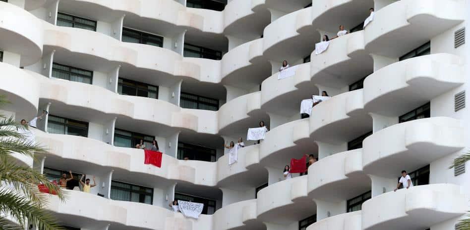 Un foyer géant s'étend après des voyages d'étudiants aux Baléares